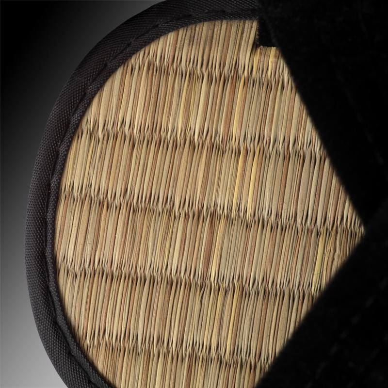 31865a33f1967 klapki japońskie wyściełane matą plecioną ze słomy ryżowej; podeszwa  wykonana ze sztywnego tworzywa (imitującego tradycyjne zori wykonane z  drewna) z drobną ...